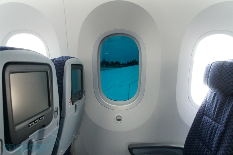 Why the 787 Dreamliner's Windows Are So Big